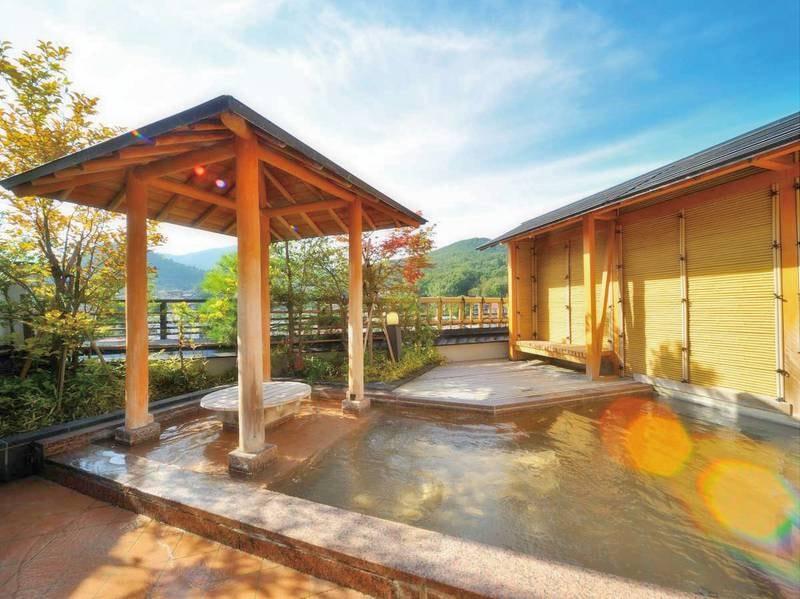 7階展望風呂の湯「天空」と「天星」。清々しい朝風呂もおすすめ!(17時~24時までは貸切)