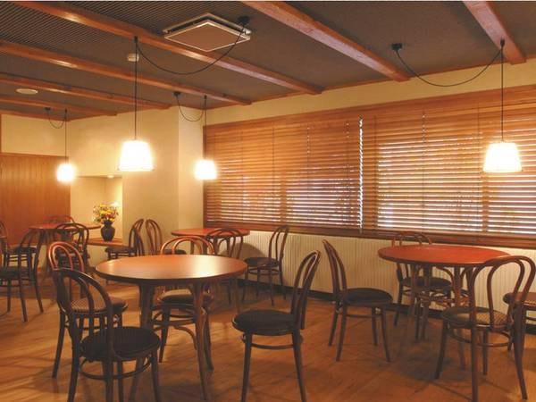 【談話室「朧」】高品質なオーディオとコーヒーや紅茶の無料サービス、図書コーナーも併設