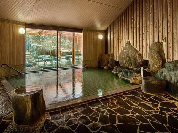 【上杉の御湯 御殿守】創業370余年の伝統を守り続ける老舗旅館。温泉や旬のお料理、館内施設など、上杉家伝統のおもてなしと思い思いの楽しさを