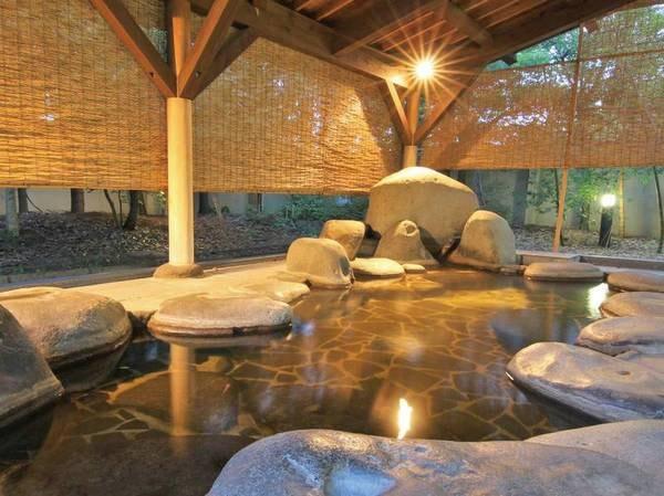【よし田川別館】樹齢二千年の古代檜を贅沢に使った総檜風呂で、香りと温もりに包まれリラックス