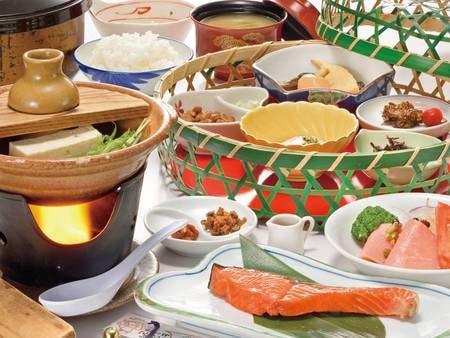 朝食はご飯がススム和食膳を、個室もしくはお部屋にてご用意(写真一例)
