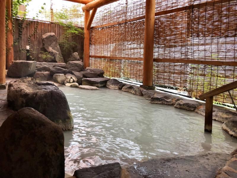 【男性用露天風呂】乳白色の天然温泉100%かけ流し!