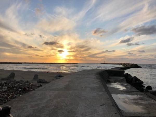 【夕陽も美しい吹浦漁港】