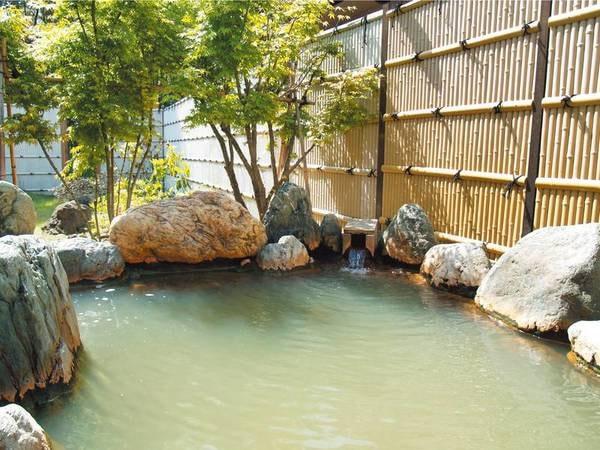 【鳥海温泉 遊楽里】茶褐色の湯を源泉かけ流し!鳥海山と日本海を眺める宿。海の幸もたっぷり楽しめる