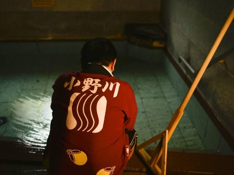 【湯守】化粧水のような源泉掛け流しの温泉は、湯守が湯量を調整し適温を保っています