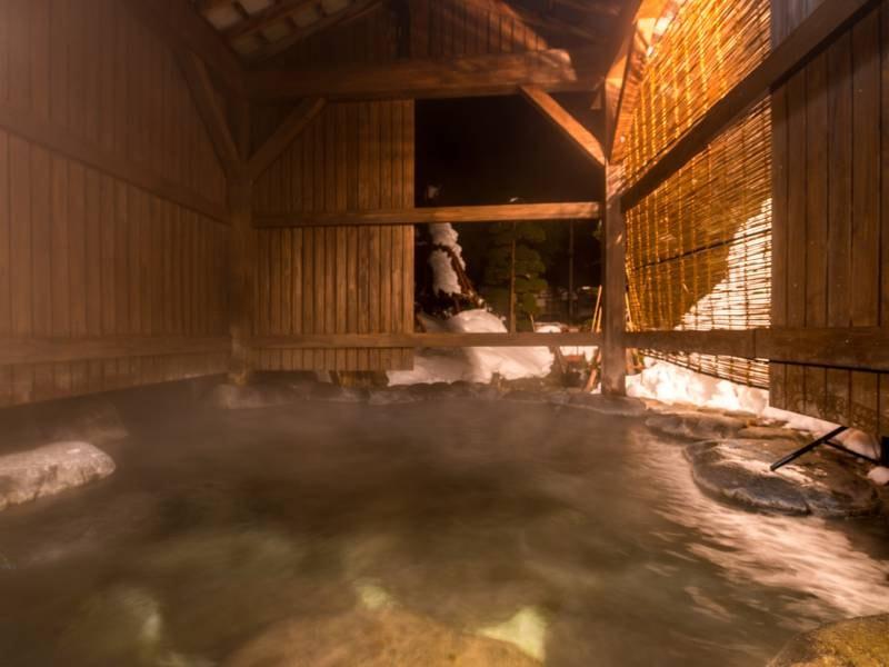 【よしざねの湯】冬は雪見をしながら化粧水のような温泉にう浸かる贅沢を楽しめる
