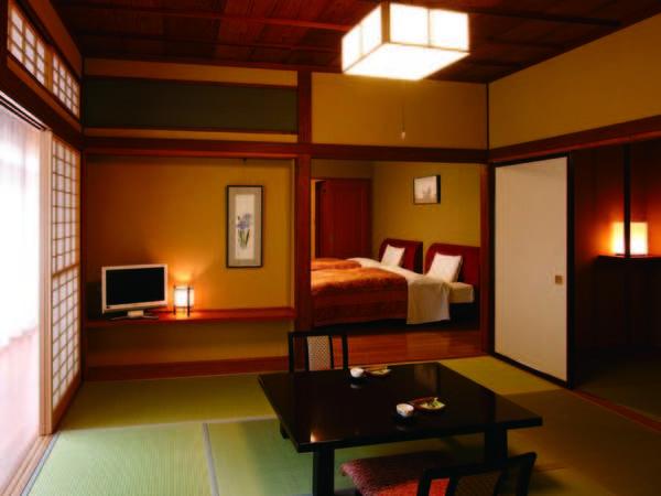 ゆったりとした和室とツインベッドの半露天風呂付客室/一例