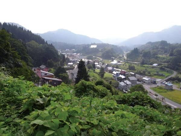 【肘折温泉/全景】山間に位置する温泉地