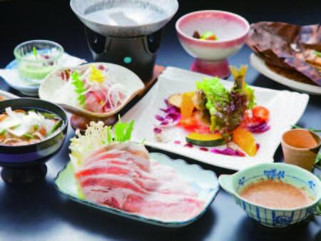 【夕食/例】地産にこだわった料理はその日一番の素材を厳選して提供