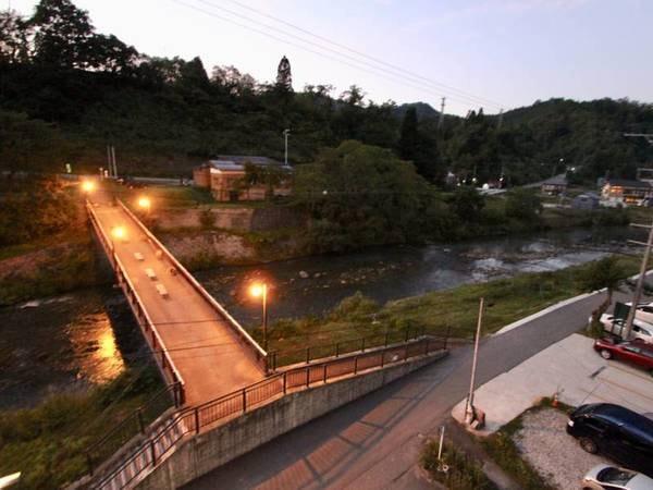 客室からの眺望一例。川を望む