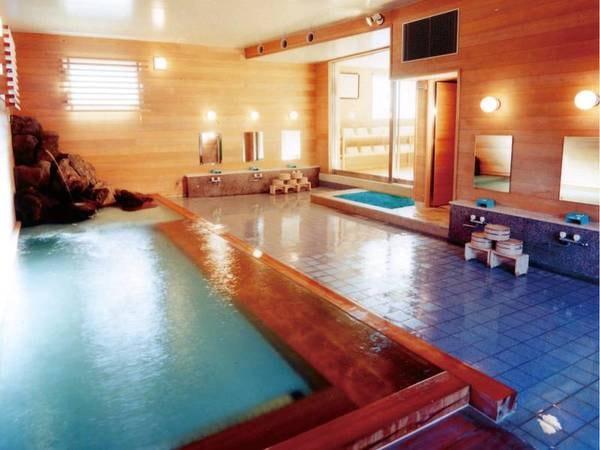 【古代桧風呂】檜の香りが満ちた大浴場