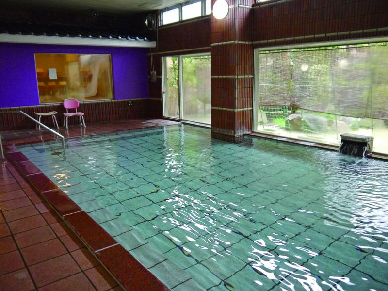 【大浴場】加水・加温無の高純度の湯が注ぐ大浴場は24時間入浴可能