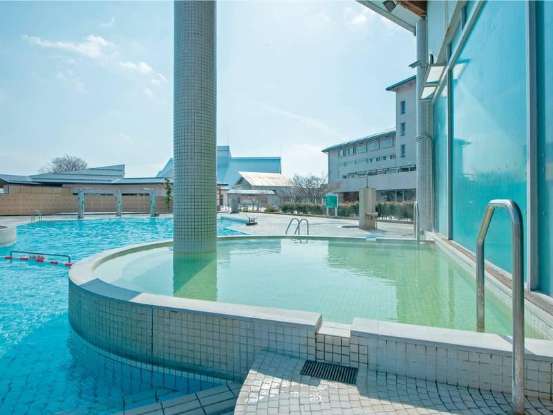 洋風露天風呂(SPAプール)水着着用/夜もたくさんの方々が利用♪