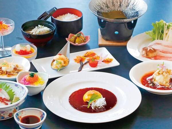 湯ったり会席(写真は12/1~2月末までの一例)米の娘豚のすき鍋、淡雪茶碗蒸し、海老の金砂炒めなど