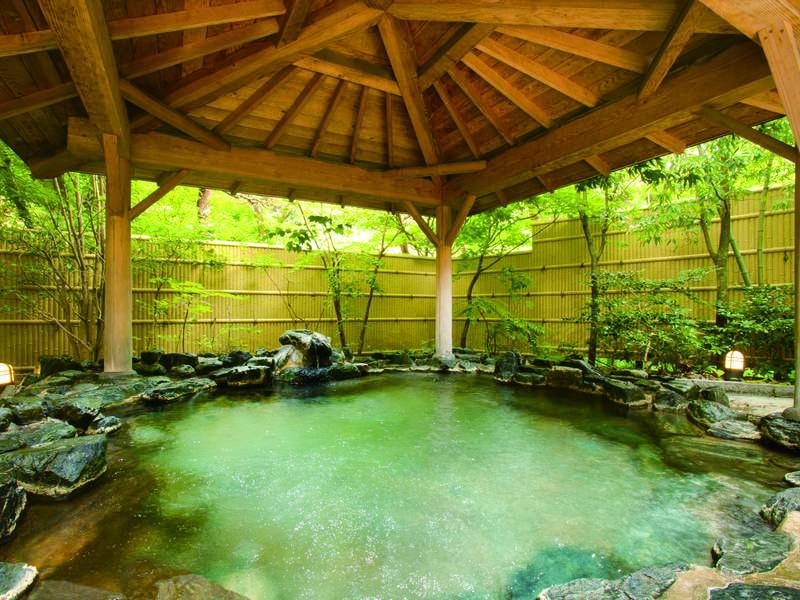 【男性露天風呂】まろやかな温泉につかり体の芯まであたたまる露天風呂