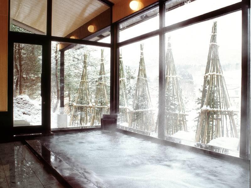 【館内大浴場】冬は美しい雪景色をみながら