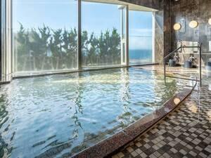 【大浴場】海の絶景と自家源泉を楽しむ