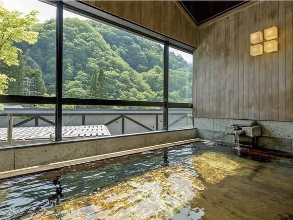 【展望大浴場「山の木」】四季折々の風景を眺め檜の香りでリラックス