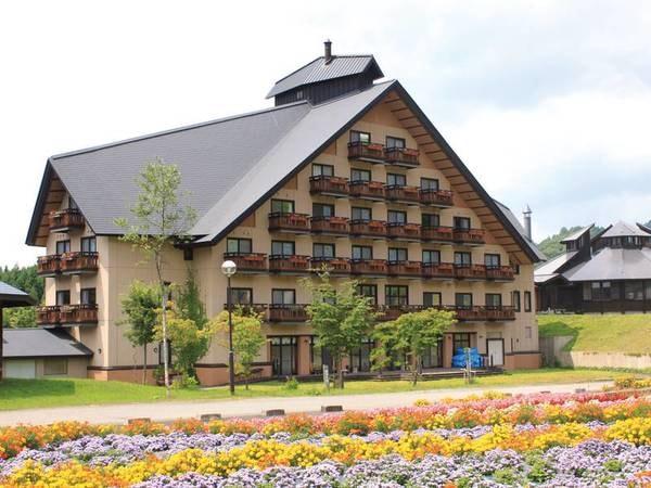 【外観】大自然に囲まれた欧風ロッジ様式のリゾートホテル