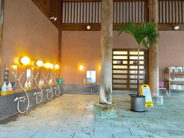 【ホットハウスカムロ:大浴場】洗い場も広々!(ボディーソープ、リンスインシャンプー設置)