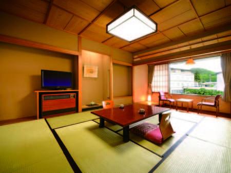 【本丸和室/例】上山城外堀跡に造られた日本庭園の中庭を望む11畳和室