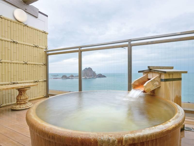 【貸切露天風呂/有料】雄大な日本海を眺めながら湯浴み
