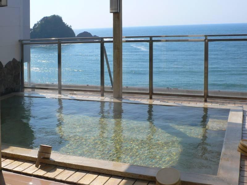 【屋上露天風呂(和風)】日本海を眺めながらゆったりと