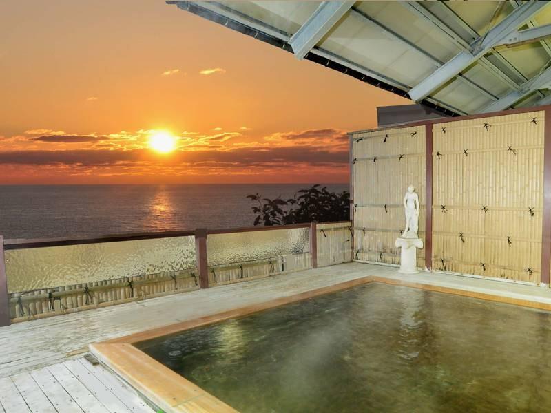 【露天風呂】日本海と夕日を望む源泉かけ流しの露天風呂
