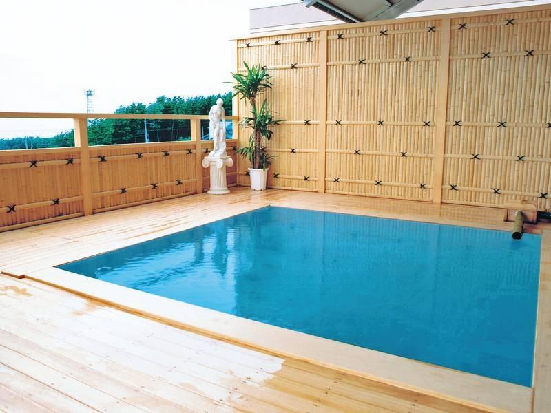 【露天風呂】木の温もりを感じる露天風呂