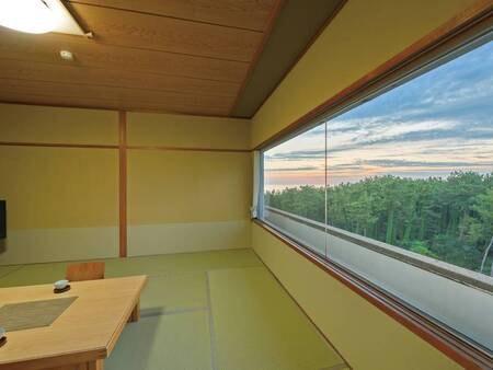 松林側和室(写真一例)12.5畳のゆったり和室。