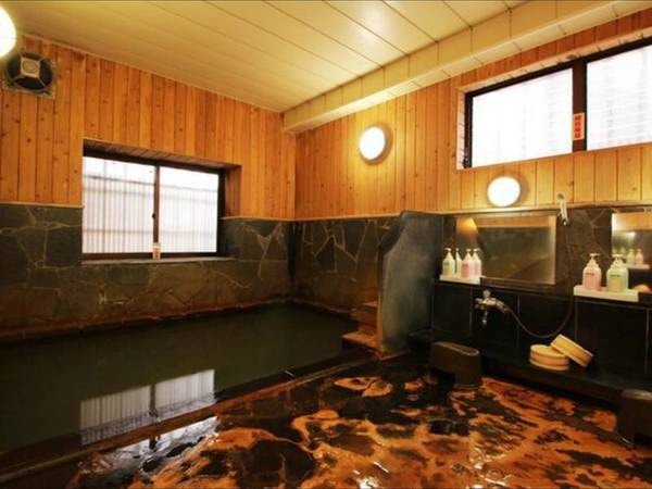 【四季の宿松屋】全国でも珍しい手掘りの洞窟風呂のある宿。湯治文化が色濃く残る肘折温泉を満喫
