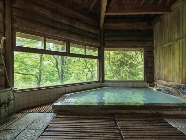 【丸太造りの大浴場】古き良き湯治場の雰囲気を残した内風呂
