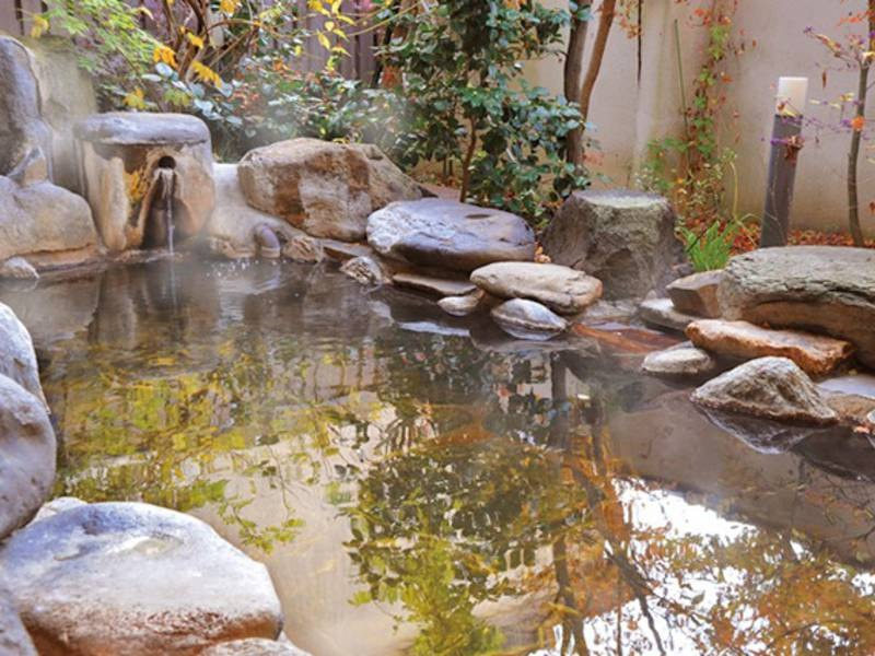 【露天風呂】自然に囲まれたお風呂※冬季閉鎖あり