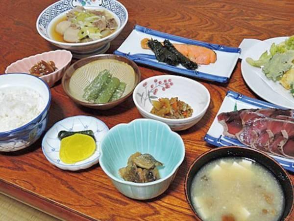 1泊2食スタンダードプラン/一例 旬の山菜をはじめ、山の幸をふんだんに使用した郷土料理をご用意いたします。 季節ごとに変わるお料理をお楽しみください