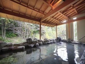 【白樺の湯/露天風呂】蔵王の四季を感じながら入浴が楽しめる