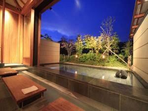 【離れ湯 百八歩/足湯】水鏡の池に映る景色も堪能