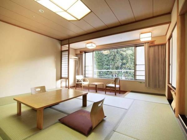 【和室10畳/例】木と畳の温かみを感じる、明るいお部屋