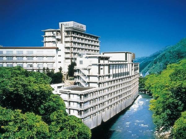 【外観】摺上川沿いに佇む一大リゾートホテル!