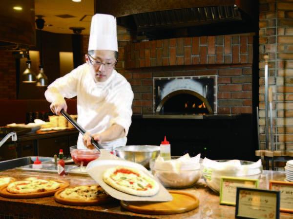 ブッフェ実演コーナー/本格オーブンで焼くピッツァ(一例)