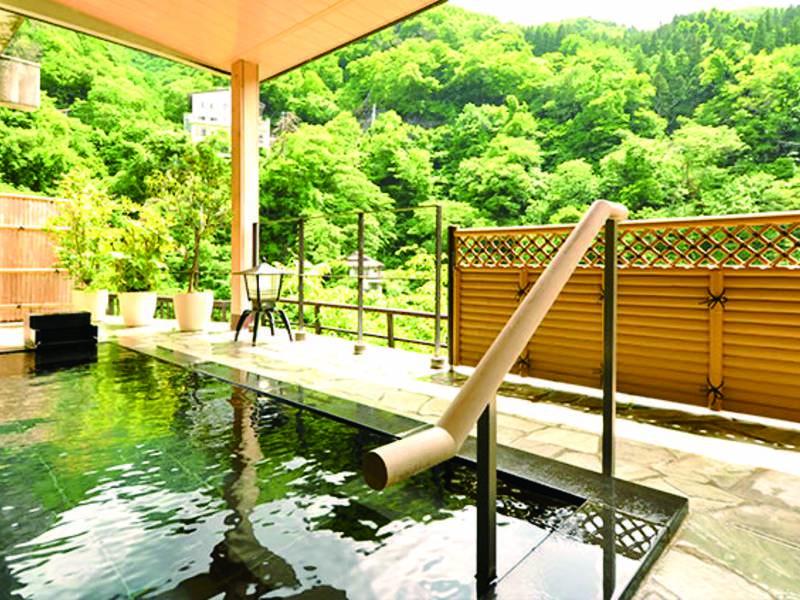 【男性用露天風呂】自家源泉100%かけ流しの温泉を堪能!