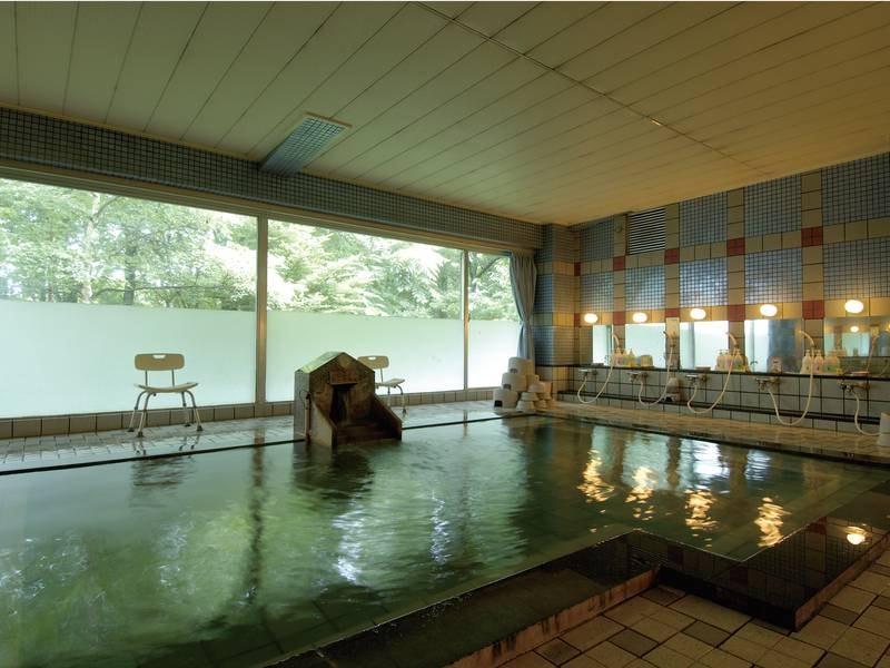 【大浴場】とろりとした湯ざわりの温泉は、高い美肌効果がある