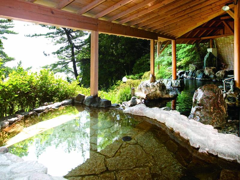 【女性露天風呂】松林の合間から太平洋一望する女性露天風呂