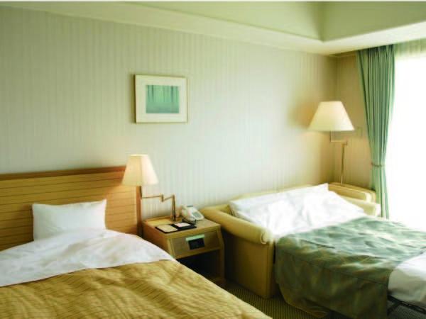 【スタジオツインルーム/例】コンパクトなツインルーム。シングルベット+エキストラベットの為、お得にご宿泊!