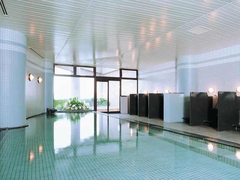【大浴場】地下1,200mから湧き出る自家源泉「猪苗代源泉」を利用した大浴場