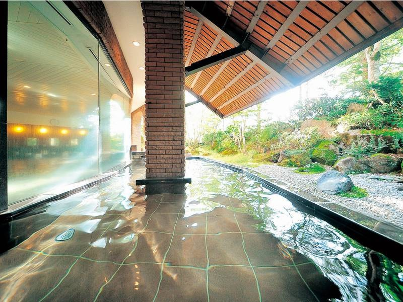 【露天風呂】箕輪山から漂流した硬度9.9の超軟水