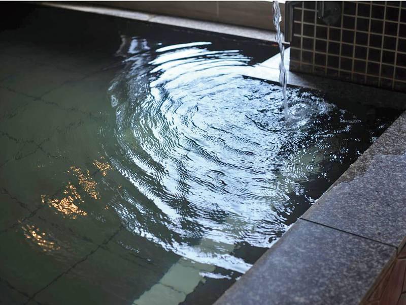 【温泉】源泉かけ流し(加水・循環一切無し)の温泉に一晩中入浴可能!