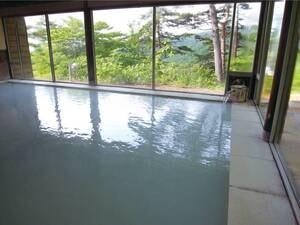 【大浴場/山の湯】新緑を眺めながら