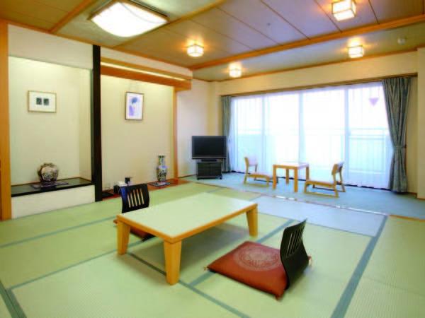 【新館・山側/例】広さ12.5畳の新館客室へご宿泊。客室にはバス・洗浄機能トイレを完備