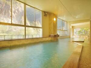 【大浴場/つれづれの湯】風情溢れる日本庭園と柔らかいお湯に癒される