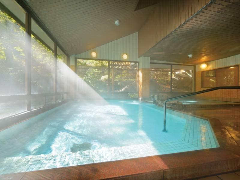【大浴場/たまゆらの湯】風趣溢れる日本庭園と柔らかなお湯に癒される